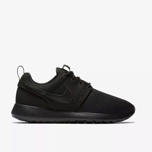 Nike Roshe One GS Triple Black Shoes